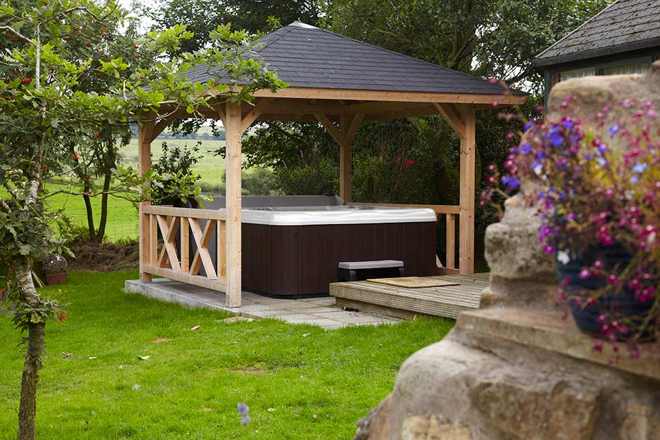 Outdoor Covered Hot Tub